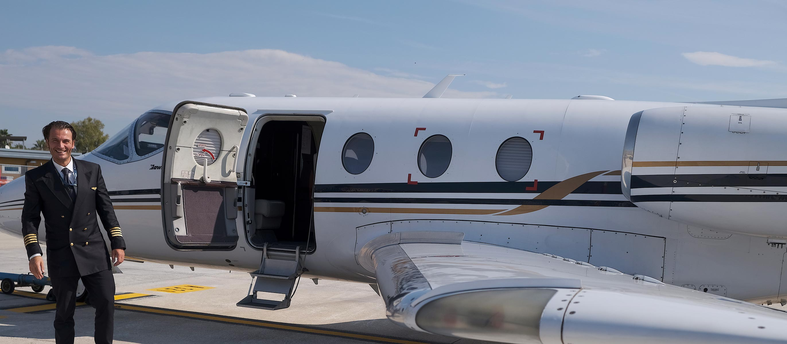 Hawker 400 XP with our pilot